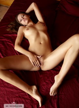Eufrat spreads her legs and is providing great views on her perfectly shaped body