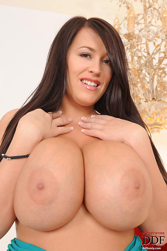 Busty Leanne Crow Shows Tits