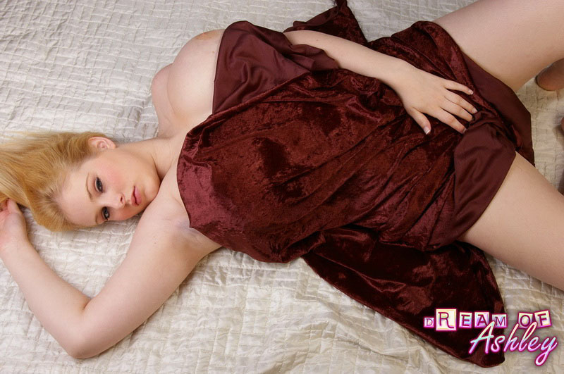 Big Boobed British Babe Ashley Gets Completely Naked