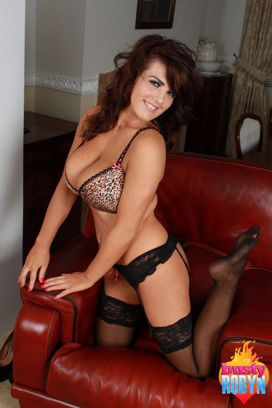 Sexy Babe Robyn Alexandra Undresses From Her Sexy Underwear And Stockings
