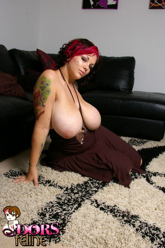 Horny Big Tit Babe Dors Feline Gets Naked And Plays With Her Tight Shaved Pussy