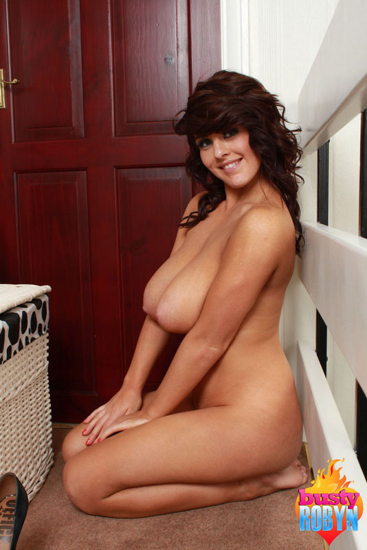 Busty Robyn Strips Out Of Her Tight Bra And Plays With Her Naked Body