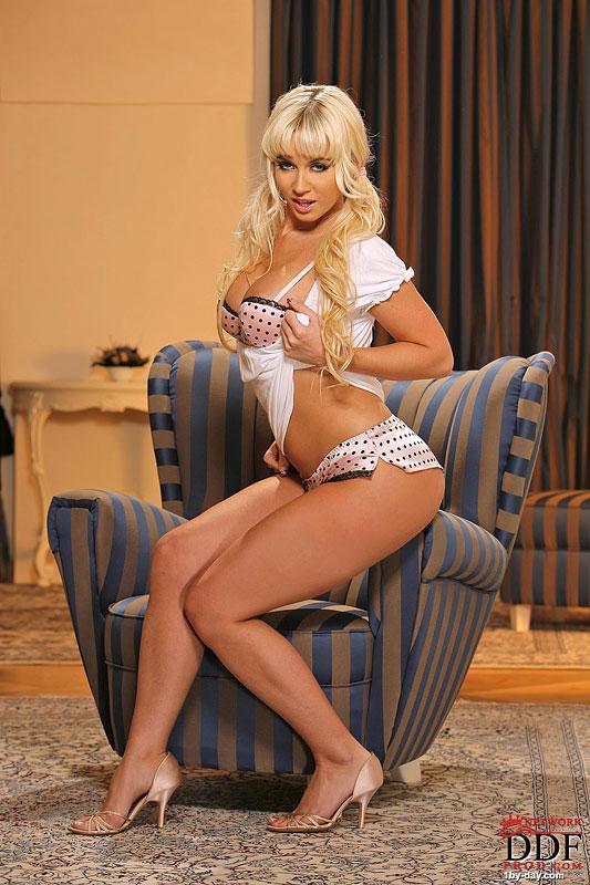 Blonde Cindy Dollar Gets Naked
