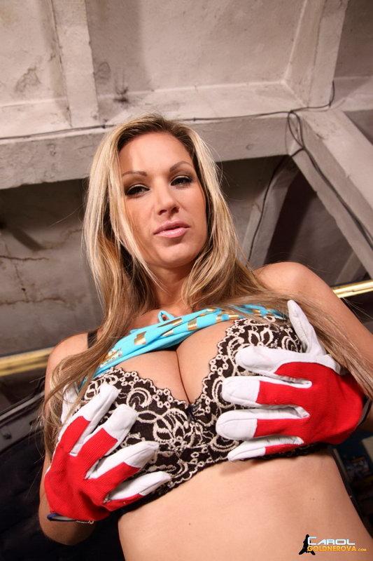Carol Goldnerova - Mechanic