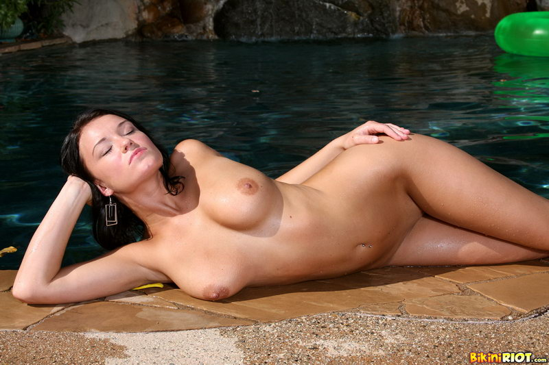 Devi Emmerson Displays Succulent Ass In The Pool