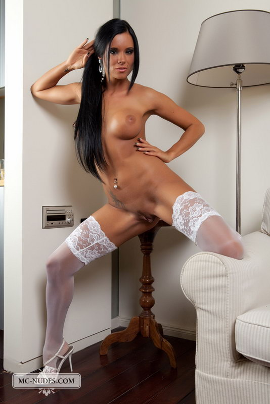 Ashley Bulgari Is A Young And Fully Naked Cutie Who Knows What She Wants