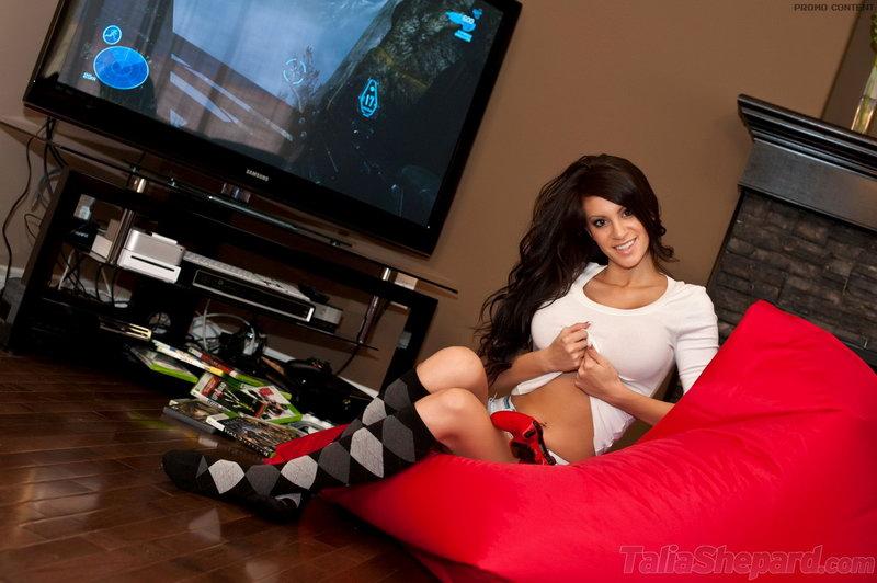 Talia Shepard - Gamer
