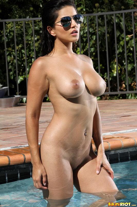 Sunny Leone Sheer Gold And Red Bikini In The Pool