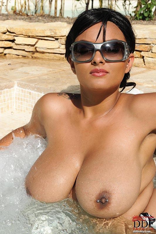 Kelley Scarlett & Leanne Crow - Busty Lesbians Naked At Pool