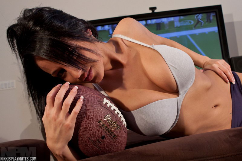 Nikki Sims Gives Congrats To Chicago Football In Her Matching Bra And Sweats