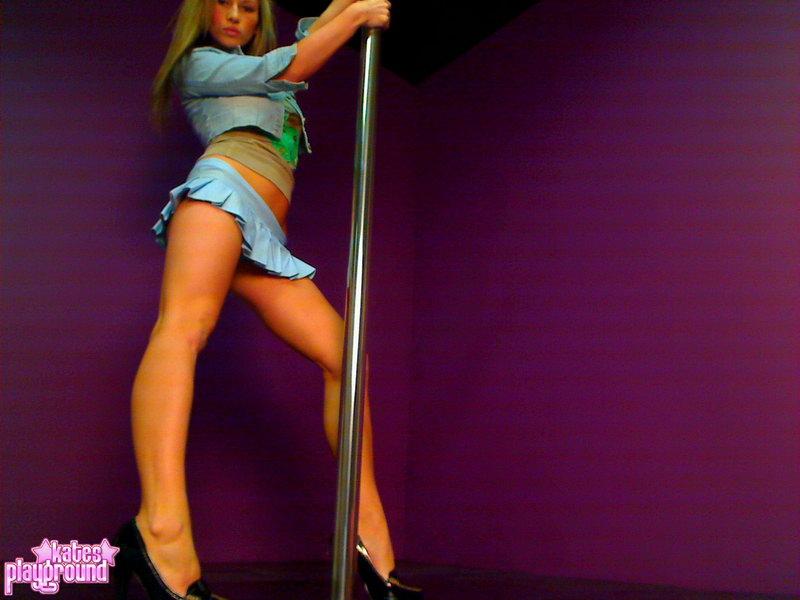 kate spielplatz stripper stange
