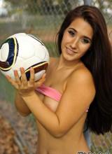 Eva Lovia 14