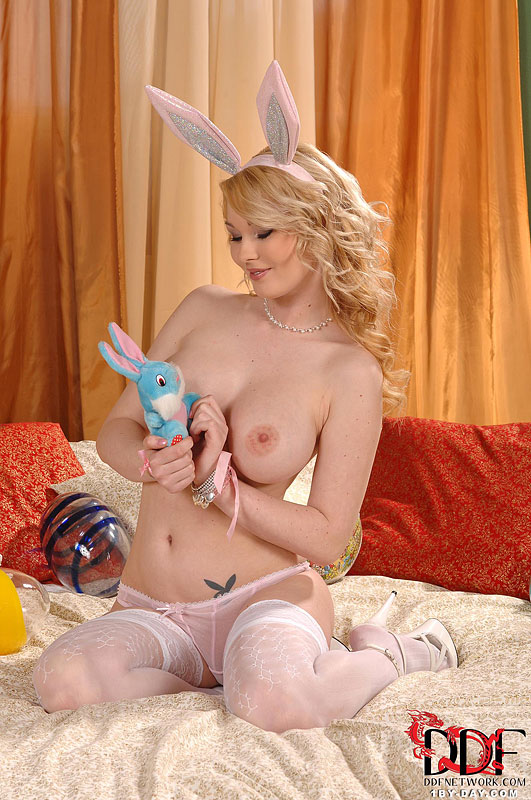 1by-day: Antonia - Blonde Bunny Using Vibro