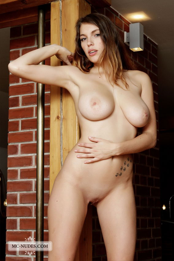Mc-nudes: Samantha - Sculpture