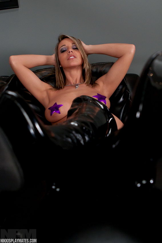 Nikki Sims Gets Cozy On The Couch With Her Purple Vibrator And Thing High Boots