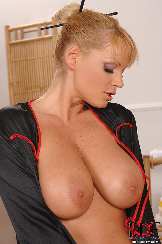 Ddf Busty: Sheila Grant - Gentle Massage And Titty Fuck