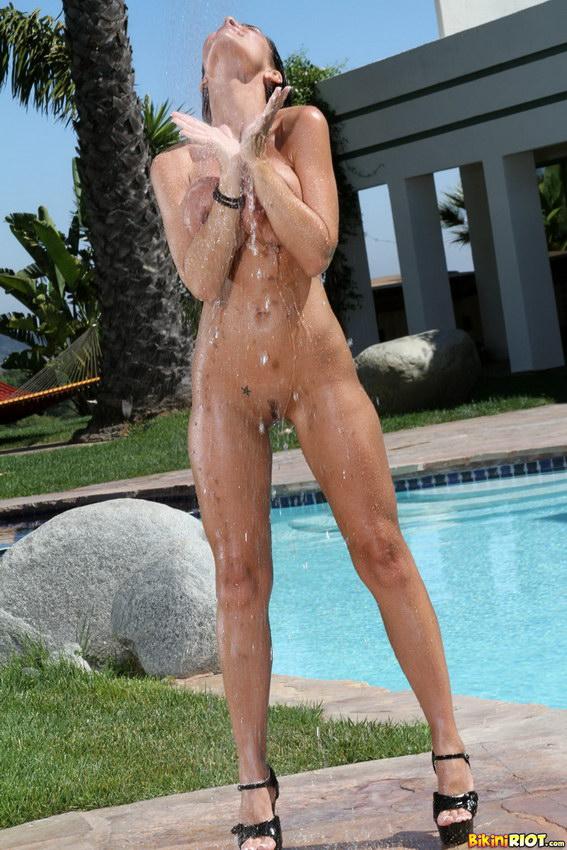 Bikini Riot: Laura Lee Is Stunning In Outdoor Shower And Teardrop Bikini