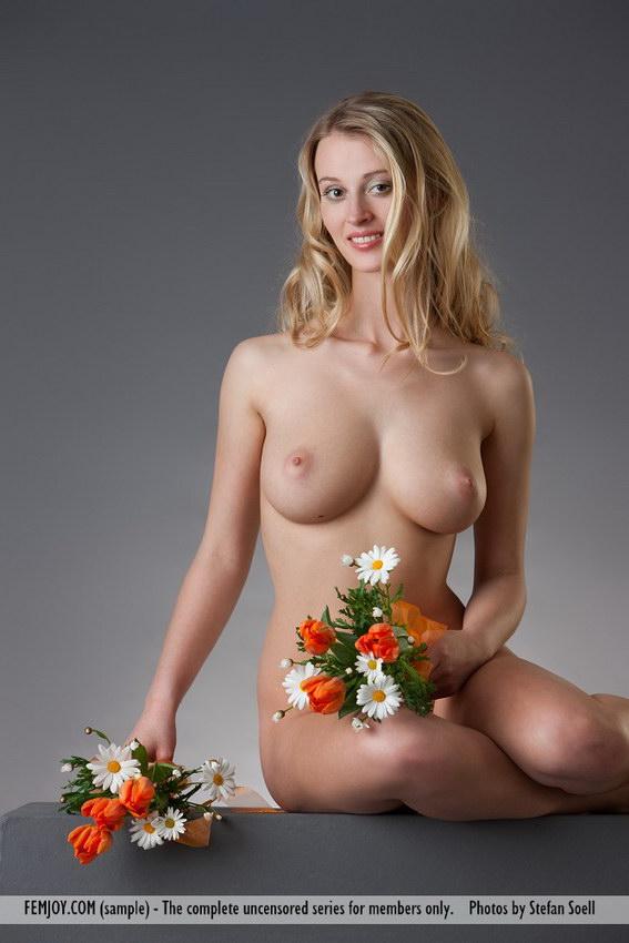 Femjoy: Carisha - My Flower