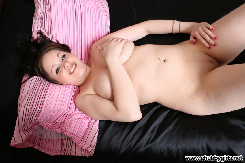 Chubby Girls: Haley Naked In Bed