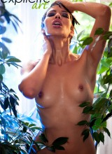 Explicite-Art: Jasmine Arabia - shower in the jungle!
