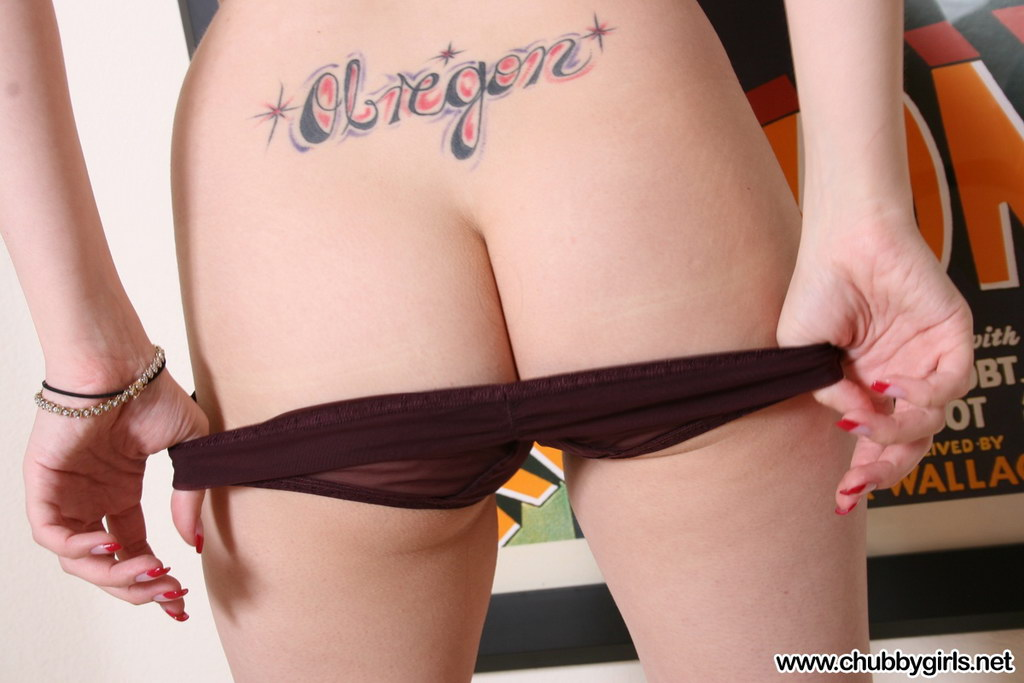 Chubby Girls: Haley - Naked Chubby Goddess
