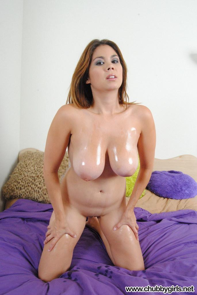 Chubby Girls: Mai Covered In Babyoil