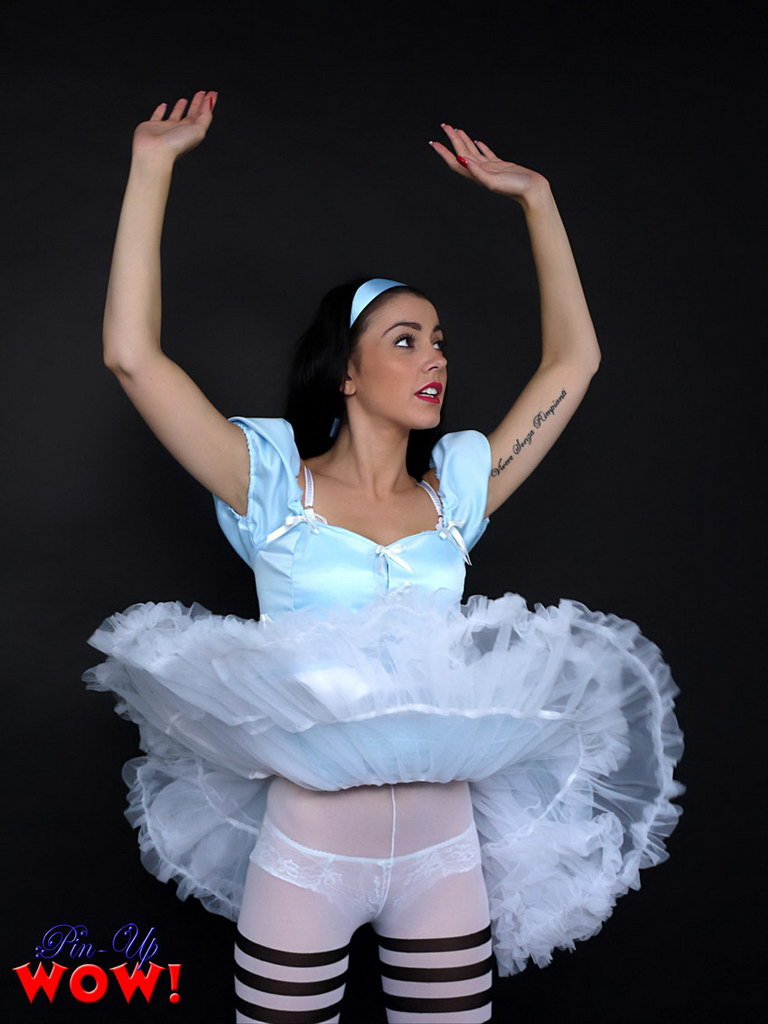 Pin-Up Wow Gorgeous Bryoni-Kate Williams In An Sexy Alice -2022