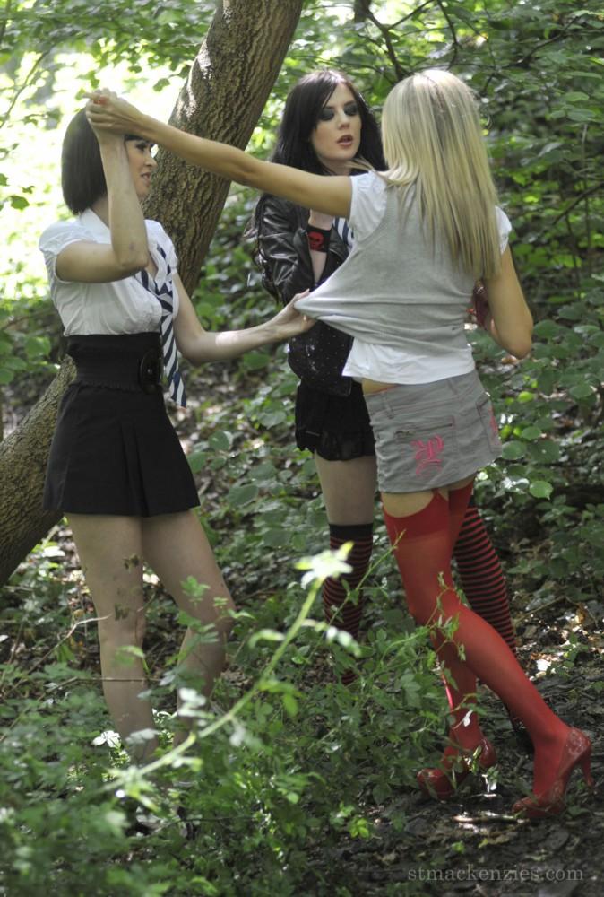 в колготках в лесу фото