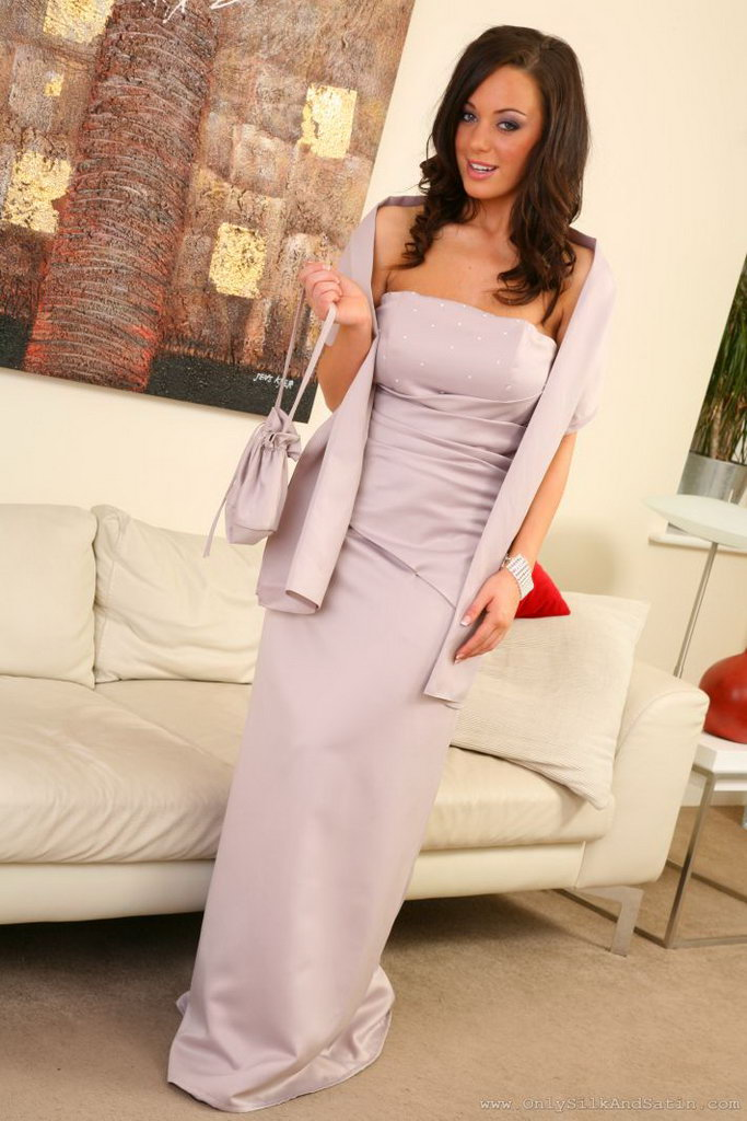 Onlyopaques: Lindsey Strutt Looking Sensational In Her Long, Silk Evening Dress.