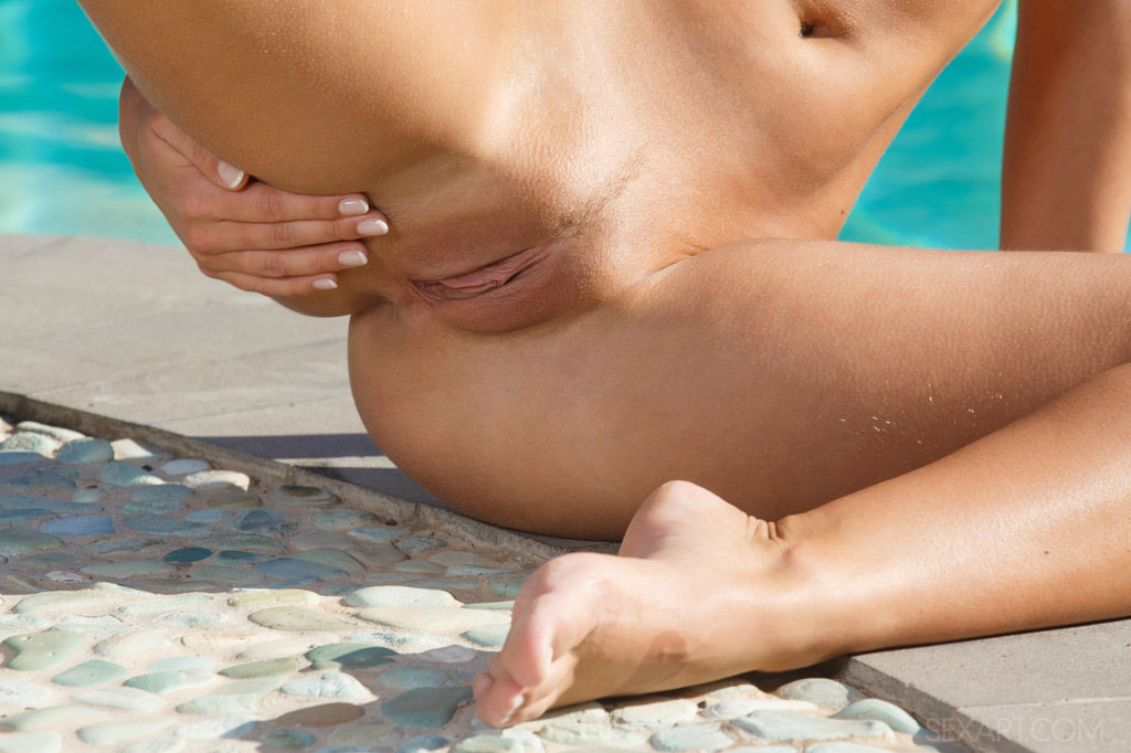 Sex Art: Miela Puts Up An Erotic Show Of Her Breathtakingly Slender Physique And Well-tanned Assets