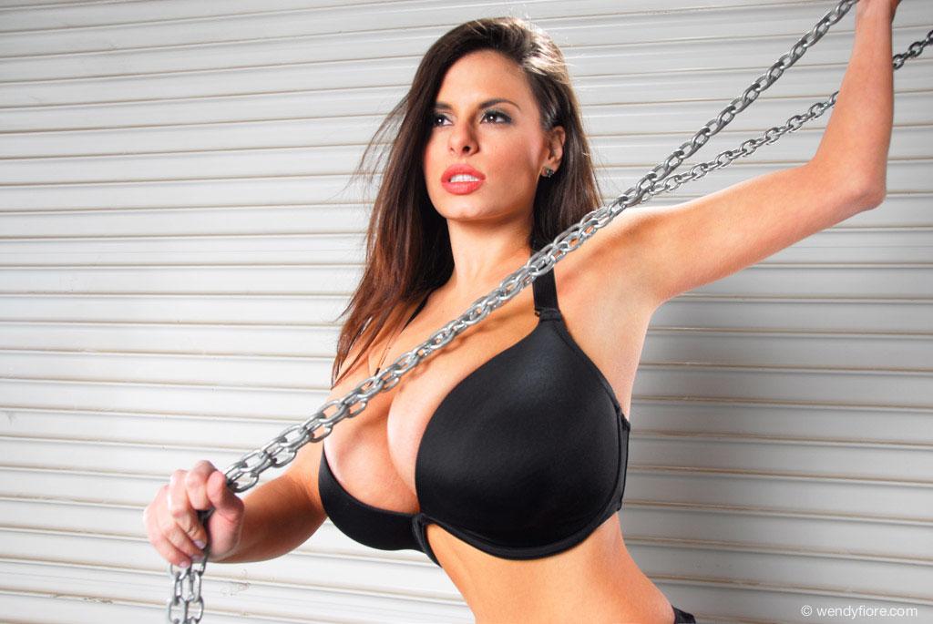 Wendy Fiore - Chains