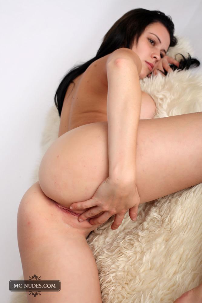 Mc-nudes: Jennifer - Fur