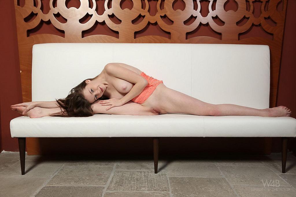 Watch4beauty: Emily - Yoga
