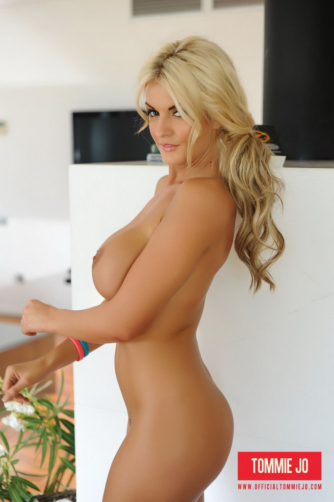 Tommie Jo Strips Naked From Her Hot Top And Panties