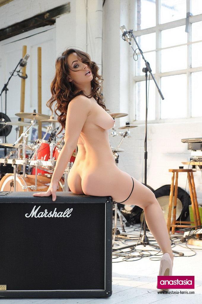 Anastasia Harris The Groupie, Strips Naked