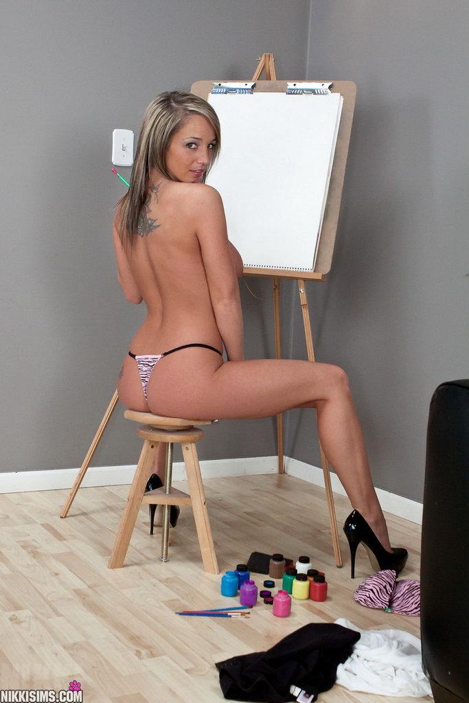 Nikki Sims - Artist