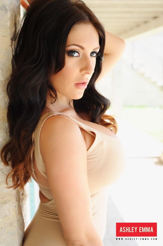 Ashley Emma Strips Naked