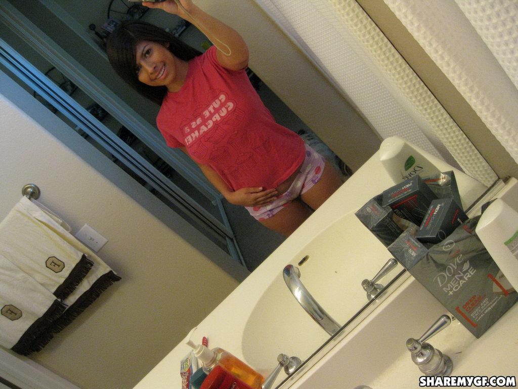 Share My Gf: Layla - Mirror