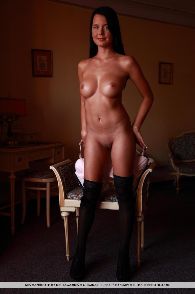 The Life Erotic: Mia Manarote - Pleasing