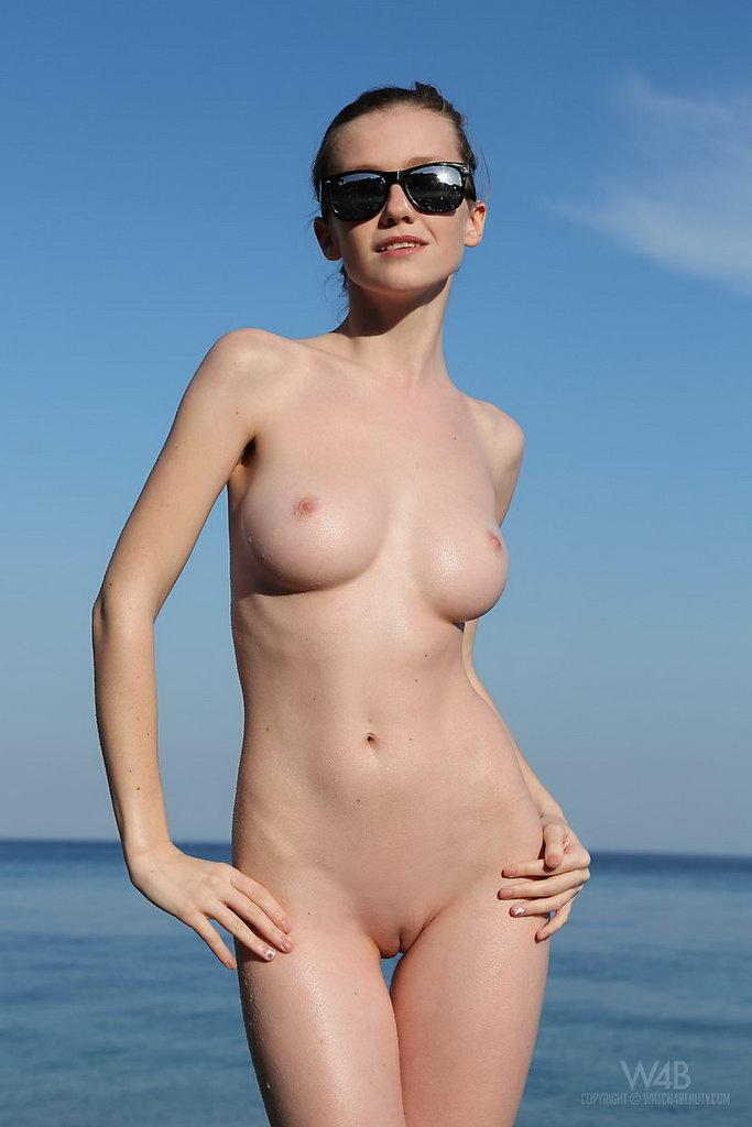 Watch4beauty: Emily - Finally The Sea
