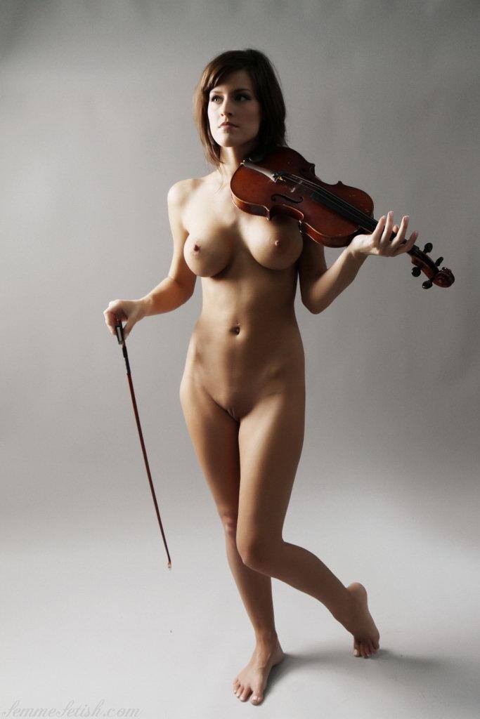 Фото голая скрипачка скачать бесплатно