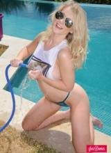 Jess Davies Gets Her Tight Top Wet