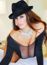 Wendy Fiore - Pearls n Hat