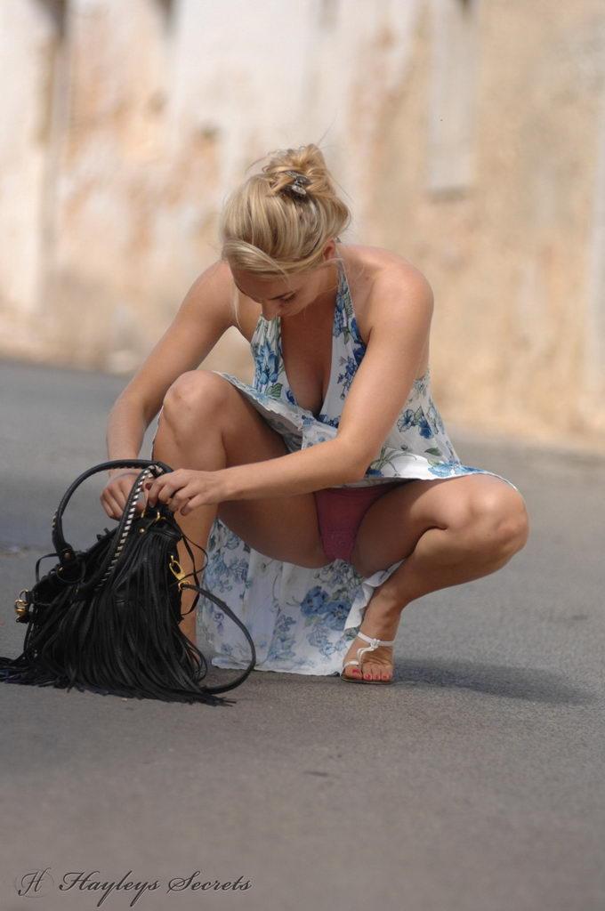 фото взрослых женщин на корточках