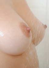 La Zona Modelos: Tiffany Thomson masturbates with the shower head