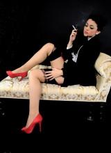 Pin-Up Wow: Bryoni-Kate Williams in glamorous movie style smoking striptease