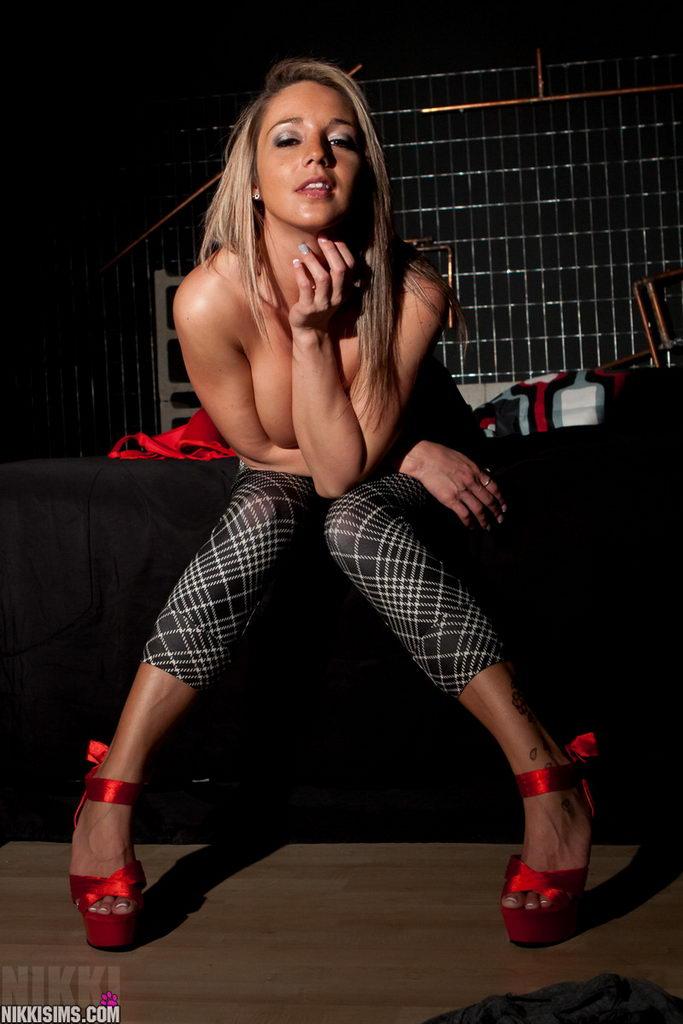 Nikki Sims - Stones