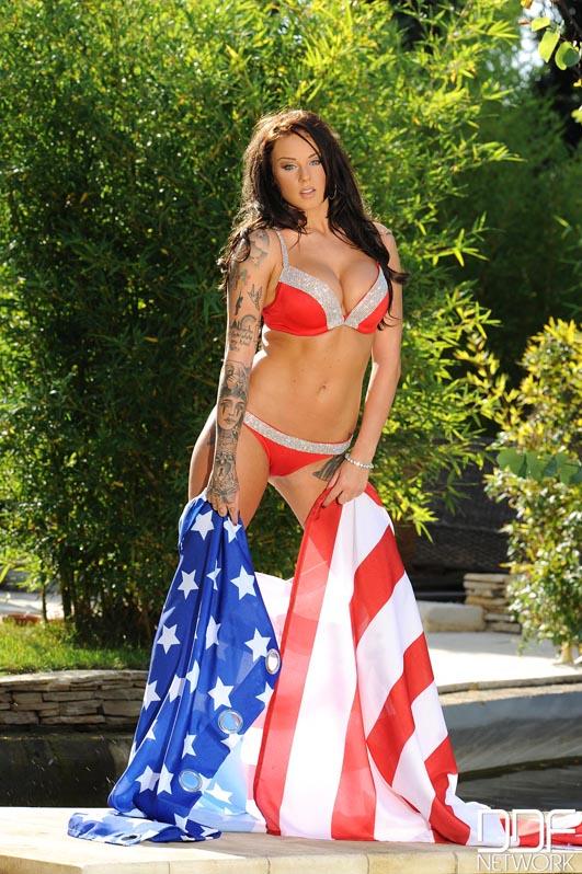 1by-day: Daniella Mae - Gorgeous Uk Babe Supports Usa