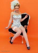 Pin-Up Wow: Hannah B - Joie de Vivre