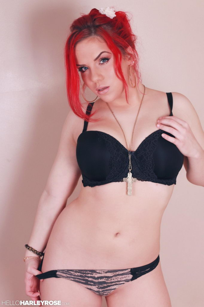 Harley Rose - Innocent Flirt